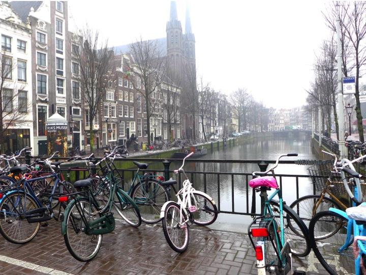 amsterdam-pont-canaux-velos
